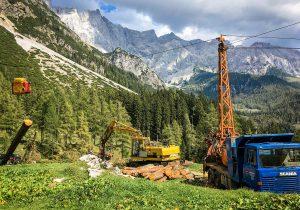 Bergabseilung mit Woodliner, Scania Kippmast, CAT Mobilbagger und Woody 50