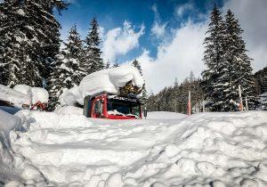 Mounty 4000 unter Schneedecke eingeschneit